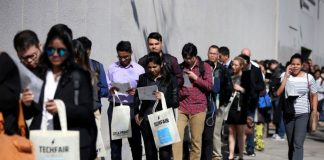 U.S. Weekly Jobless Claims Post Largest Drop in Almost Two Years