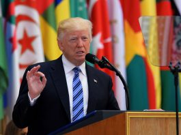 Trump Urges Mideast Nations to Drive out 'Islamic Extremism'