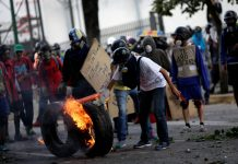 US Government Orders Family of American Diplomats out of Venezuela