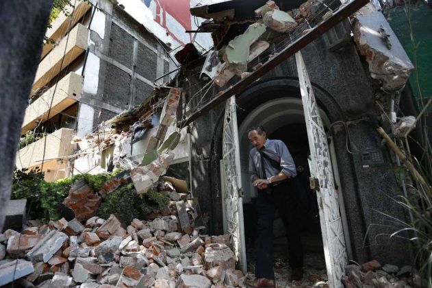 Powerful Earthquake Hits Central Mexico, Buildings Collapse