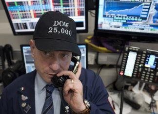 Dow Jones Industrial Climb above 25,000 for the First Time