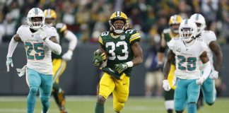 Jones Helps Packers Run Away for 31-12 Win Over Dolphins
