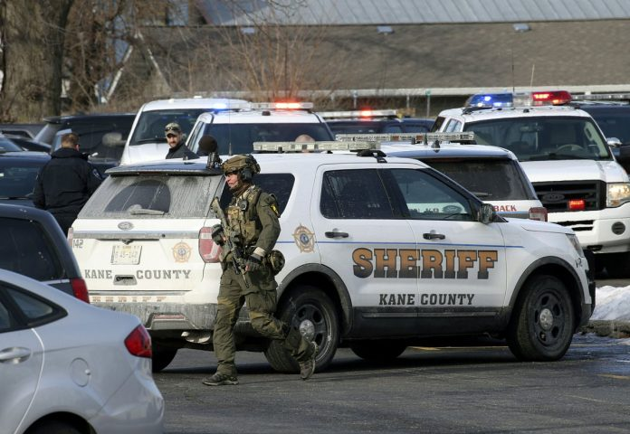 1 Dead, 4 Police Wounded in Illinois Shooting