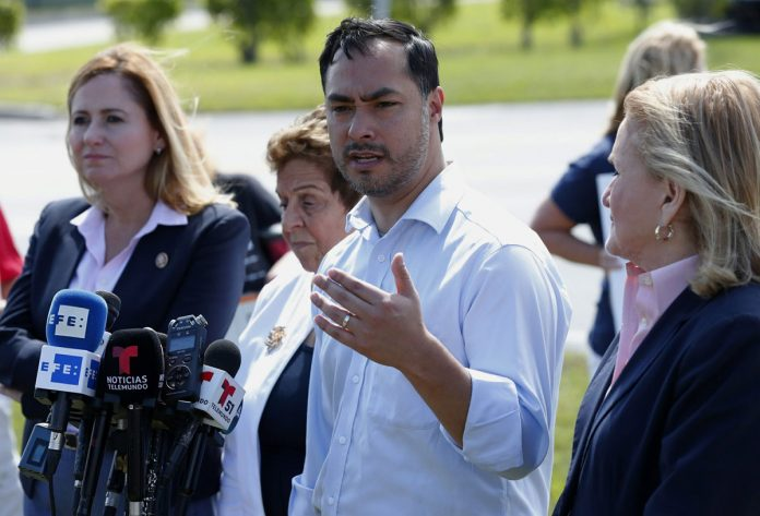 Lawmakers Tour Florida Migrant Teen Camp, Want Policy Shift