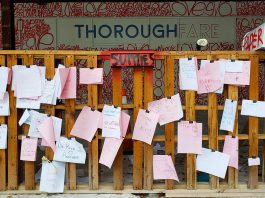 "The ""Love Wall"" by Renda Writer Keeps Inspiring People"