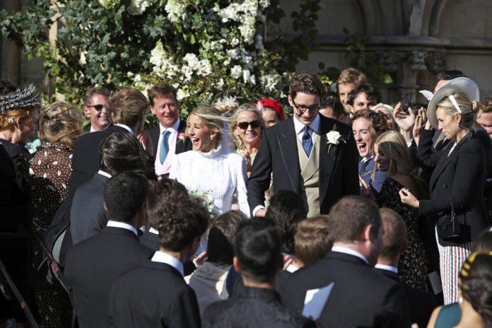 Ellie Goulding weds art dealer boyfriend in lavish ceremony 1