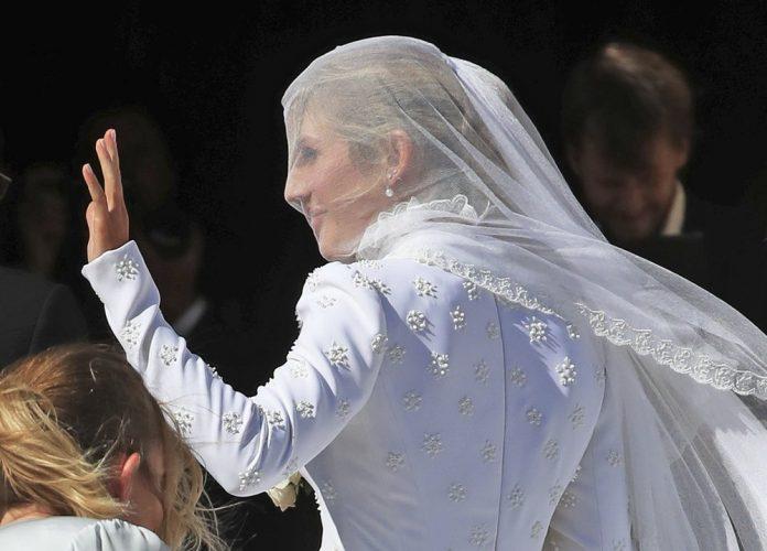 Ellie Goulding weds art dealer boyfriend in lavish ceremony 3