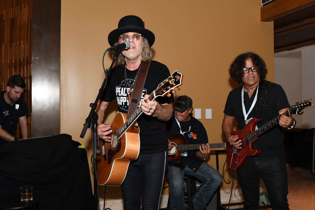 Guitar Hotel Brings 'Las Vegas' Feeling to South Florida